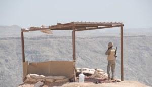 Saudi soldier overlooks Yemen border